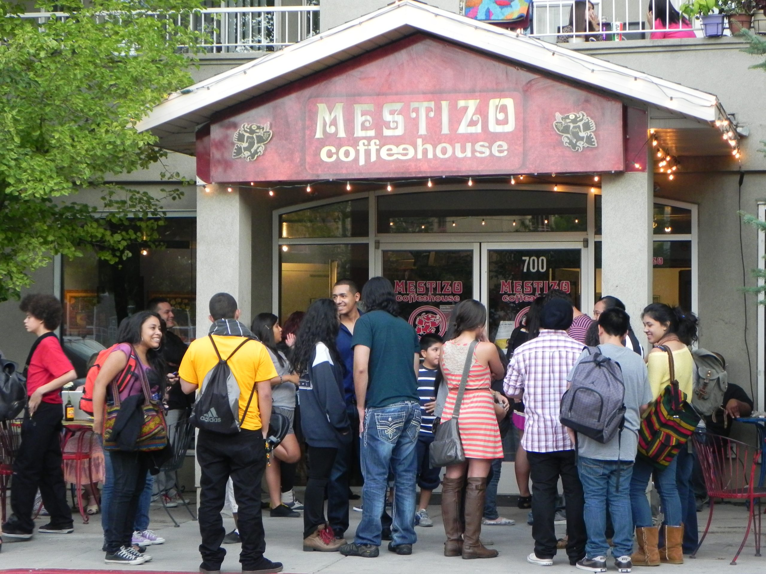People in front of Mestizo Coffeehouse